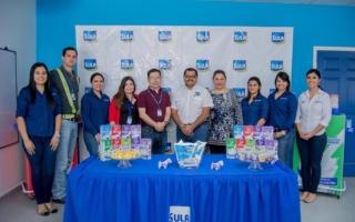 Representantes de La Asociación Pediátrica Hondureña visitan las plantas de Sula